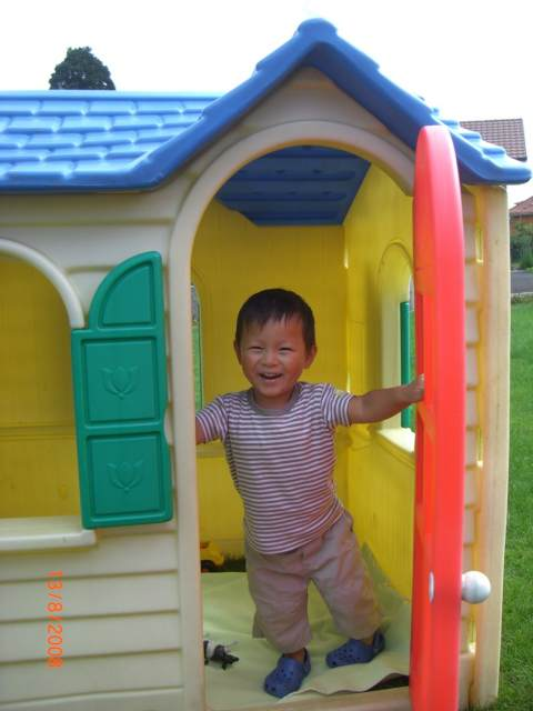 The little play house in the garden - August 2008